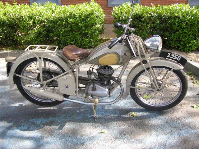 motos amicale frouzinoise auto moto anciennes. Black Bedroom Furniture Sets. Home Design Ideas
